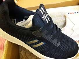 Sepatu untuk laki2