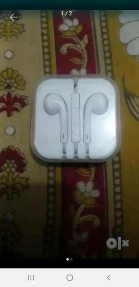 iPhone 7 ka orignal earphone new fresh rakha hua he lena ho to msg kre