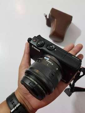 Mirrorless Canon EOS M100, Original, Unit, Charger, dan Case (No Box)