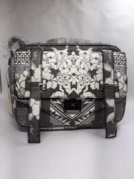 Black and White Hand bag for Women and Girls (New Condition)