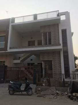 Corner 112 sq yard kothi for sale.