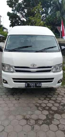Toyota hiace commuter tahun 2012