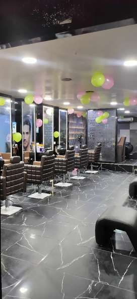 Male staff hair and beauty for Green trends madhanadhapuram utlet