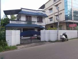 Ernakulam panampilly nagar 8cent old house 1500sqt 45lakh per cent