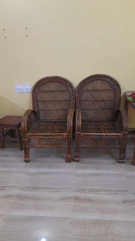 I am selling my cane sofa which is very strong and good condition .