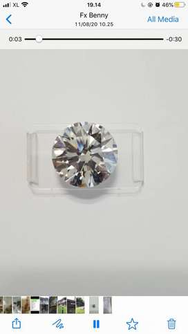 Berlian bentuk bulat tanpa warna