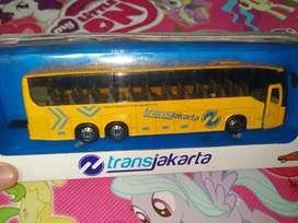 Mainan anak bus transjakarta baru minat inbok ja kaka