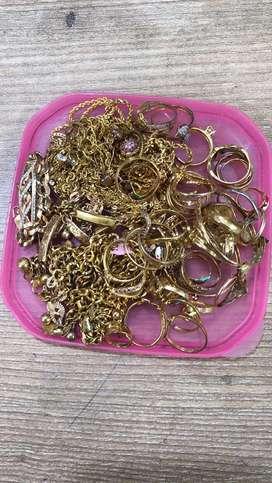 Terima perhiasan emas dan berlian