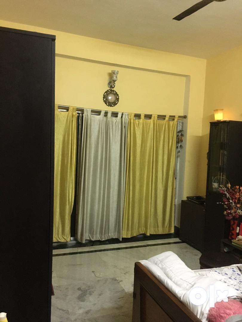 3BHK FLAT WITH 2 BATHROOMS FOR URGENT SALE. 0