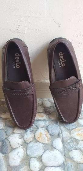 Sepatu kulit casual Deslo no 40