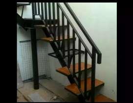 Melayani proses pemasangan tangga rebah#