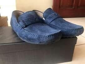 Sepatu Pedro Navy bahan bludru ukuran 42