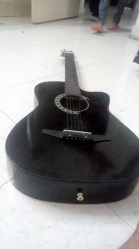 Black guitar in good condition for sale        me