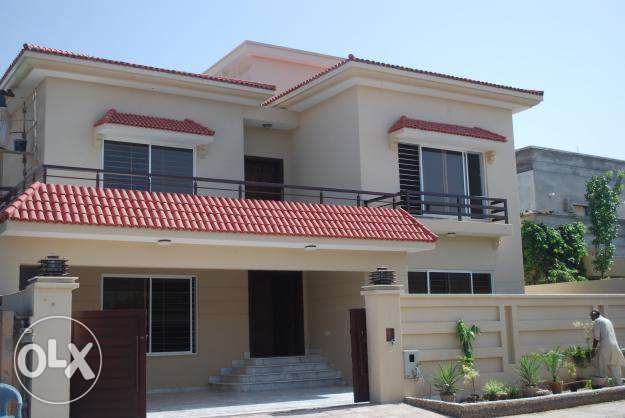 New upper portion 10 marla for rent in bahria twon ph3 0