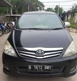 Toyota Kijang Innova V AT Tahun 2011 Hitam Metalik