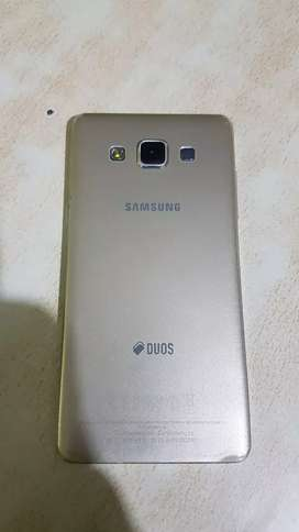 Samsung galaxy A5 with charger earphone