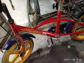 Selling small cycle under 8 yrs kids