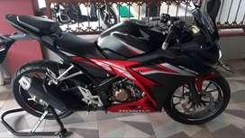 Motor Honda CBR Tahun 2020 Warna Hitam Merah