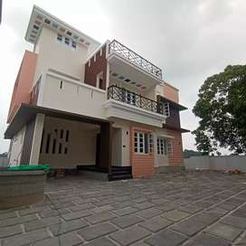 Newly built 5 cent 2200 sqft 4 bhk at kakkanad pukattupay road