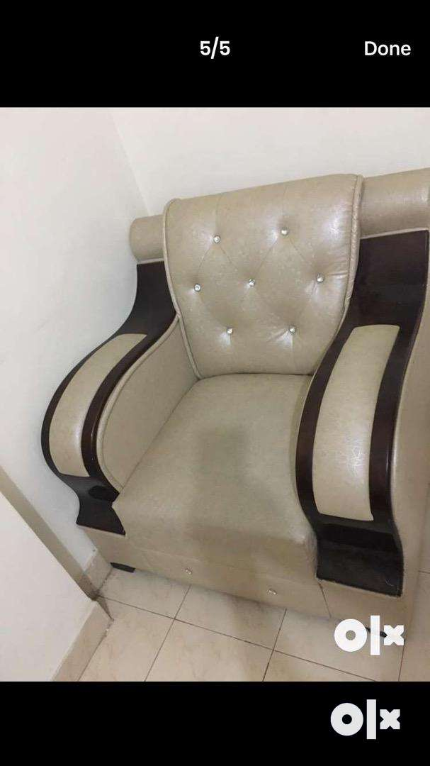 Maintained 5 seater sofa with center table 0