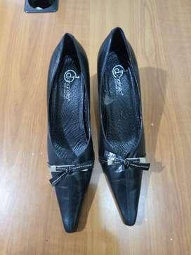 sepatu heels donatello hitam