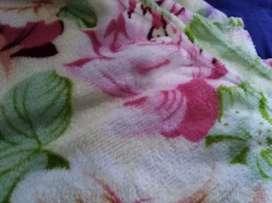 Selimut bulu motif bunga