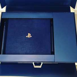 Sony PlayStation PS4 pro 2tb with 2 controller
