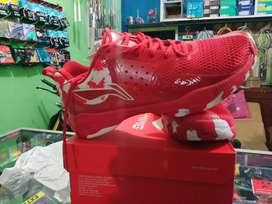 Sepatu badminton Lining