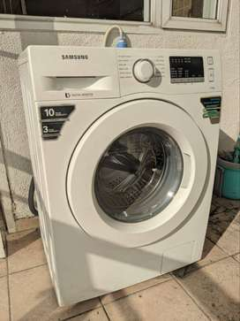 Almost new Samsung front loading washing machine - 7 kg