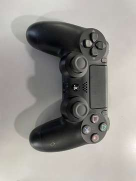 PS4 controller : 4 months old with bill , excellent condition