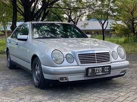 Dijual Mercedes Benz / Mercy W210 E230 M/T 1997 full original terawat