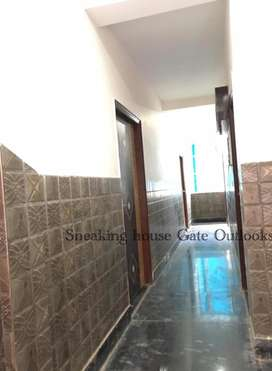 2 Room set flat in dlf phase 3 , No Need security money and brokerage