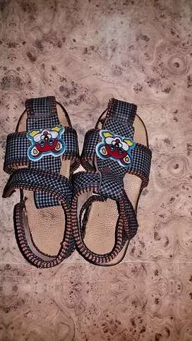 Sandal bachho ki(boy and girl)