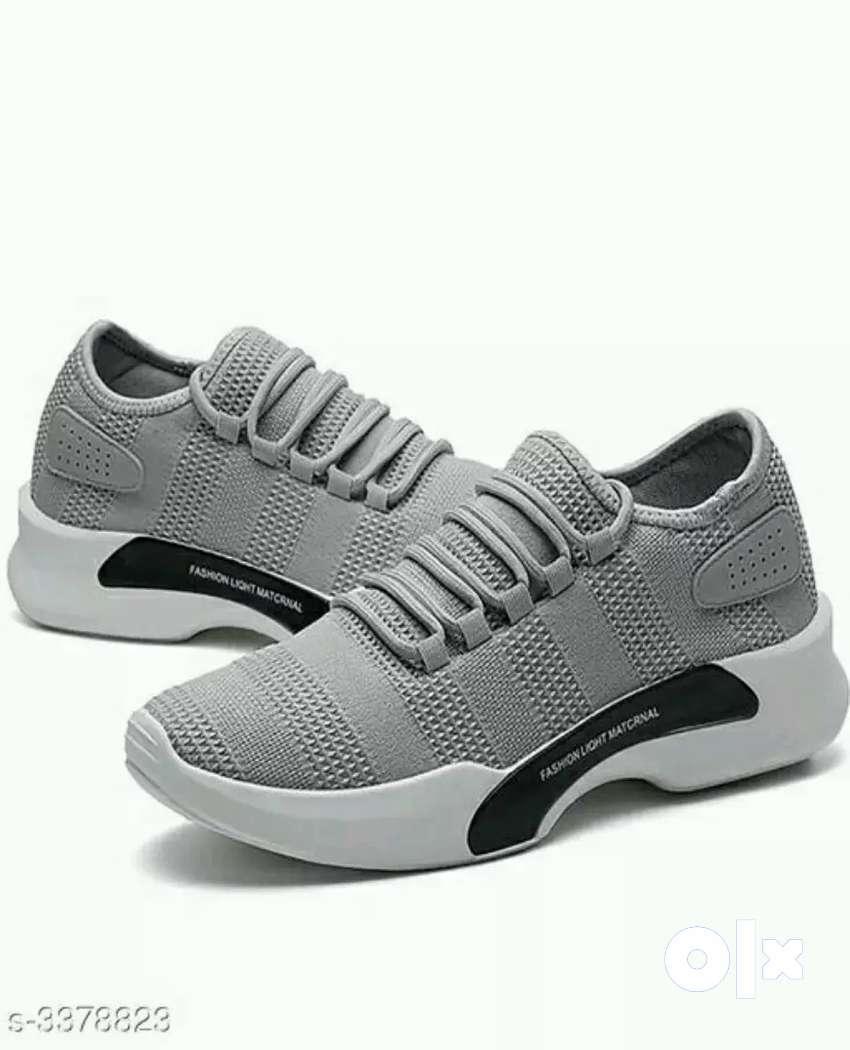 Men's sports shoes 0