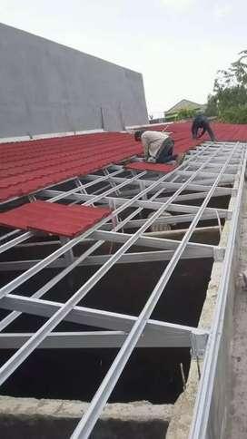 Kontruksi rangka atap baja ringan dengan atap genteng metal pasir