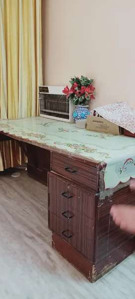 Large office wooden table with four drawers