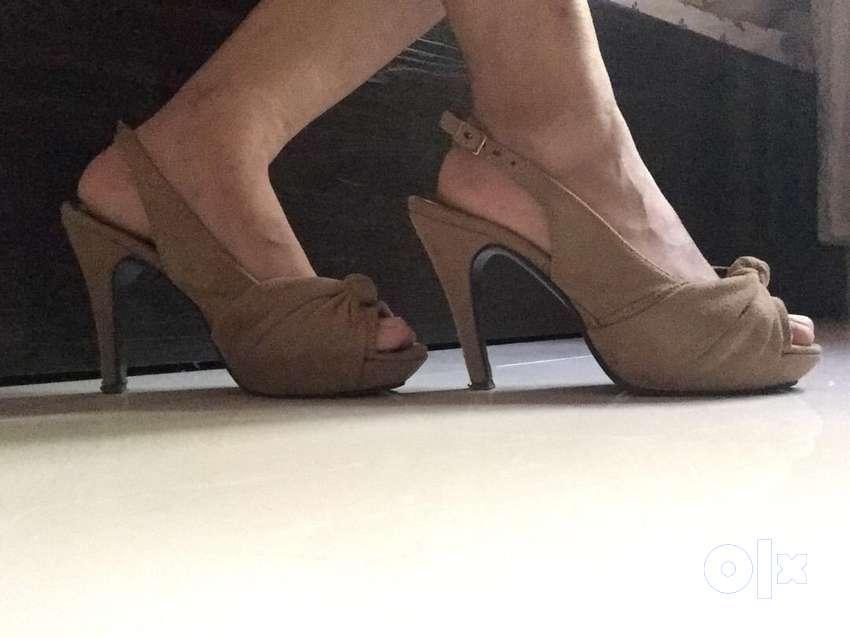 Heels (Velvet , light brown colour) 0