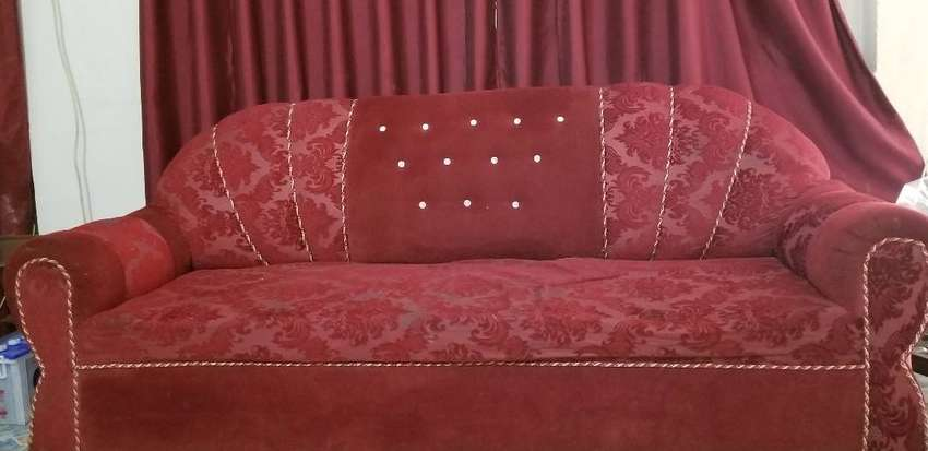 6 seater Maroon velvet sofa set, with 7 curtains 0