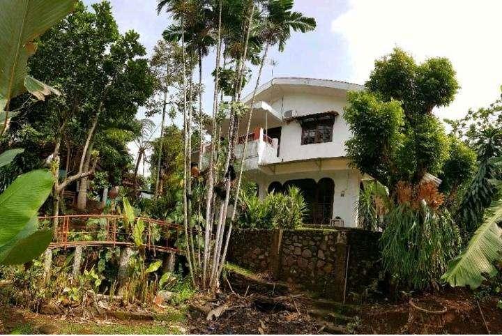 rumah dengan halaman luas awiligar cigadung cikutra dago