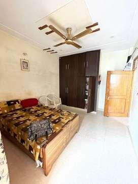 55gaj, 1 big hall, 3 bedroom,3bathroom, 2 kitchen on Delhi Road