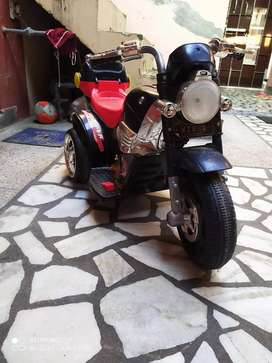 Batery kids Scooter in gud condition