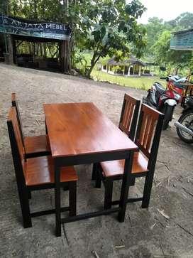 Meja kursi makan