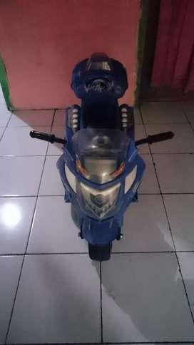 Di jual motor mainan aki buat anak2  usia 2 -5 tahun