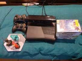 XBOX 360 Kinect Gaming Console with 2 Controllers and Games