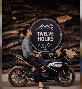 12 hours cafe