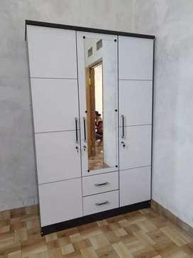 lemari pakaian minimalis 3 pintu putih