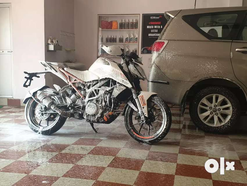 Ktm duke 250 11 months old.New conditionCompany exhaust also available 0
