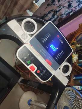 Tread mill fitplus with sterio speakers(Bluetooth)