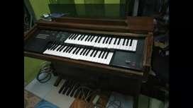 Piano antik Yamaha