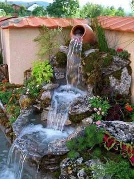 Taman dekorasi tebing dan kolam